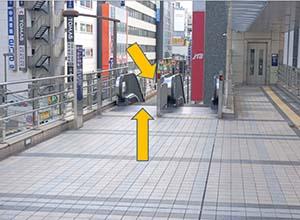 東京電力様を左手に見ながら直進してください。