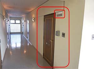大扉を入ってすぐ右手の605号室になりますので、ドアを開けてお入りください